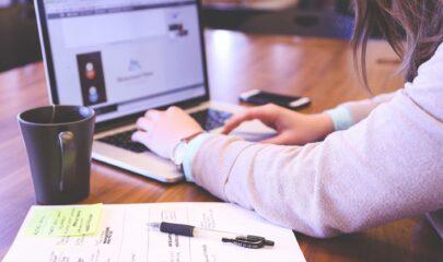 Poszukiwanie chatbota - Jak wybrać Live Chat do wdrożeń w Call Center dużych organizacji?
